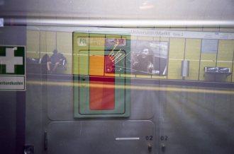 Doppelbelichtung U-Bahn Bonn - Überlagerungen der Farben in einer Fläche