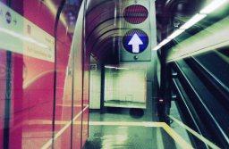 Doppelbelichtung U-Bahn Bonn - Pfeil nach oben
