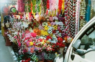 Bunter Blumenladen im Bombay 1