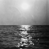 Nass gespritzte Kamera bei einer Fahrt auf dem Meer 3