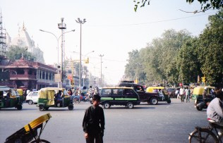 Straßenszene in New Delhi - India 2006 Fuji Superia 200