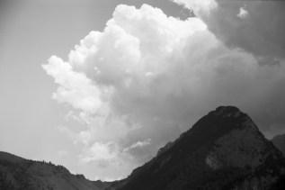 ORWO DN21 - Große Wolken beim Wandern oben über die Wiesen