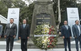 Secretario de Educación encabeza Guardia de Honor por 207 Aniversario del Inicio de la Independencia de México
