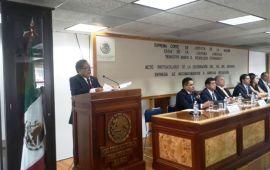 El Dr. Adrian Grijalva recibe reconocimiento en Xalapa, en el Día del Abogado