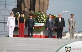 Acompaña el Magistrado Presidente Edel Álvarez al Gobernador Miguel Ángel Yunes al acto de los Niños Héroes