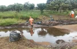 Pemex continúa con las labores de atención al derrame provocado por actos vandálicos en Las Choapas