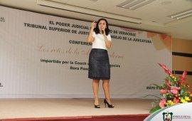 La Coach Dora Pancardo, ofrece conferencia a la Madres del TSJV