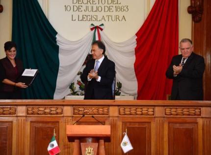 Entrega Gobernador Yunes iniciativas en materia anticorrupción al Congreso