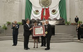 """LXIV Legislatura de Veracruz, entrega la medalla """"Adolfo Ruiz Cortines"""" a la SEDENA y SEMAR"""