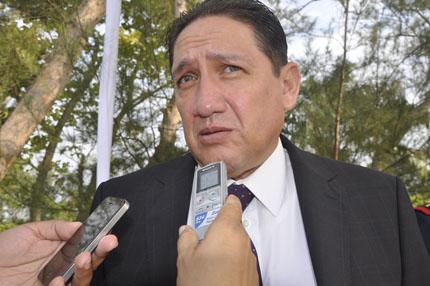 ALEJANDRO MONTANO GUZMÁN que presume por todo lo alto etiqueta o divisa del ex gobernador MIGUEL ALEMÁN VELAZCO.