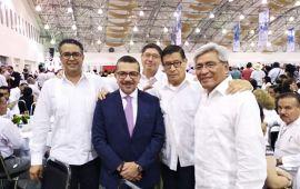 Vicente Suárez líder del SATEBAEV en el acto del Día del Maestro