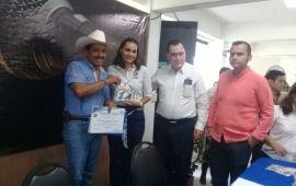 TRONCO DIO PRIORIDAD A JÓVENES EN FORO UNIVERSITARIO CON CANDIDATOS