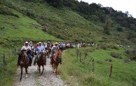 José L Vargas encabeza «Cabalgata en honor a la Virgen de los Remedios» en Ixhuacán