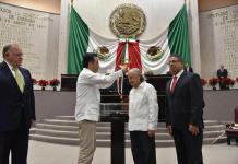 """Entrega Congreso medalla """"Adolfo Ruiz Cortines"""" al poeta Juan Hernández Ramírez"""