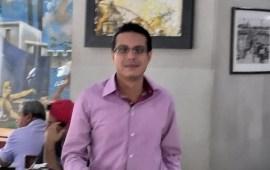 Antonio del Río, golpea al reportero Vasquez Pino en el café de la parroquia