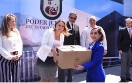 Entregan equipo de cómputo a personal del Distrito Judicial de Xalapa
