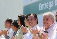 "Entrega Gobernador 190 mil 122 Becas ""Benito Juárez"""