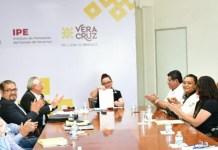 Firman IPE y Ayuntamiento de Yecuatla convenio de Reconocimiento de Adeudos