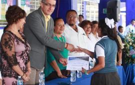 Como padres, la mejor herencia para nuestros hijos, es garantizarles su educación: Víctor Vargas