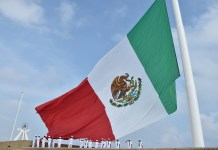 Izan Bandera Monumental en el Malecón Costero de Coatzacoalcos