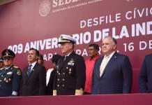 Acompaña el Magistrado Presidente Edel Álvarez al gobernador Cuitláhuac García al desfile cívico militar