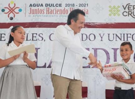 """Aumenta gobernador Cuitláhuac más beneficiarios al programa """"Juntos por la Educación"""""""