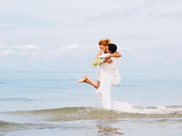 Nếu bạn phải kết hôn vào mùa đông châu  u thì luôn có thể làm đám cưới ở một bãi biển cát trắng thơ mộng