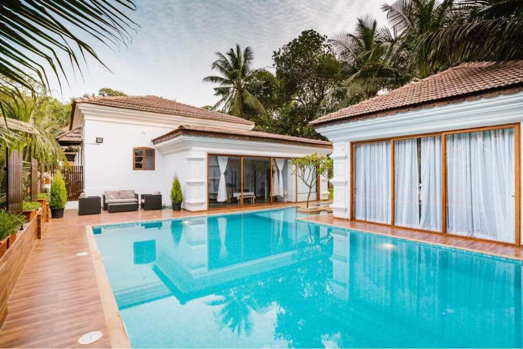 4 Bhk Luxury Villa With Private Swimming Pool Saligao India Booking Com
