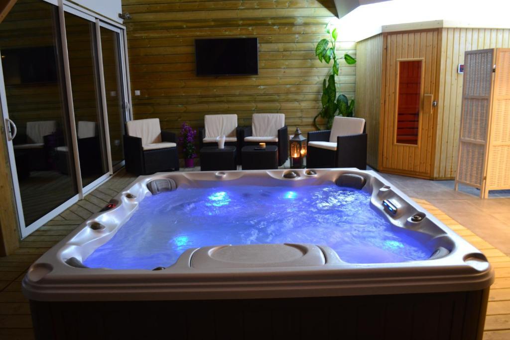 spa sauna piscine prisse la charriere
