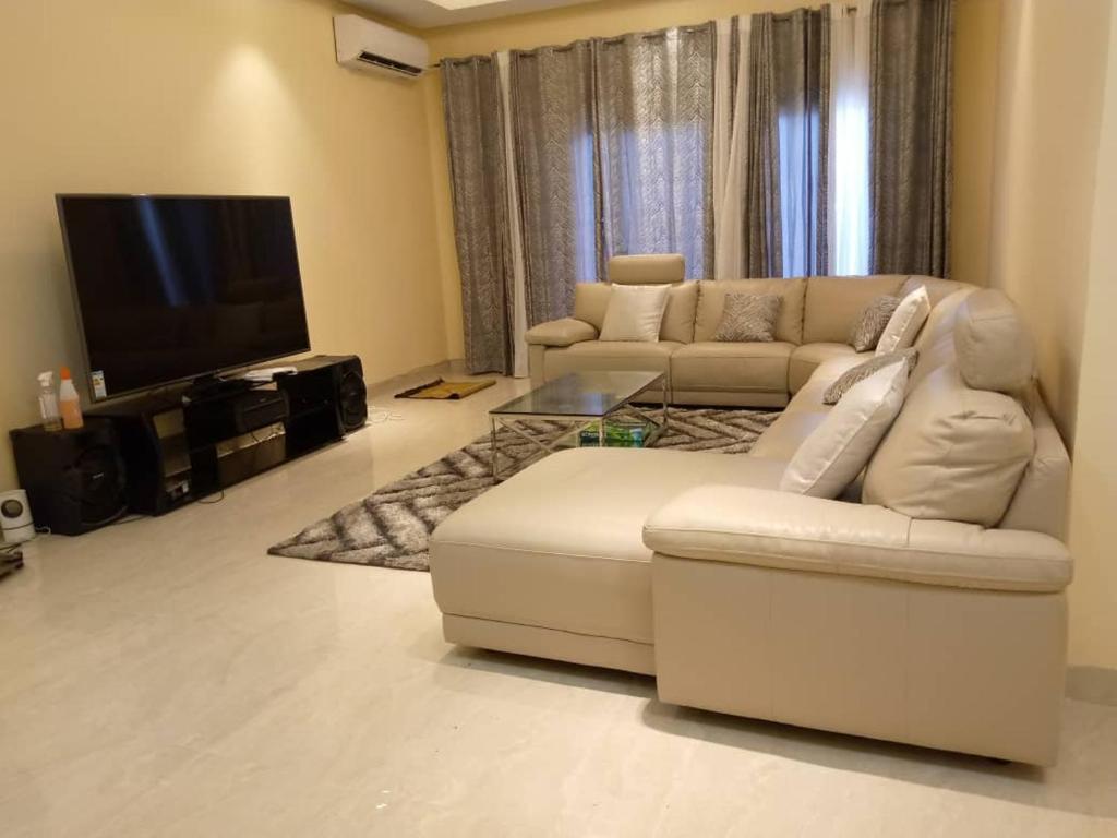 appartement meuble de 3 chambres salon