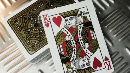 機械 playing 牌。