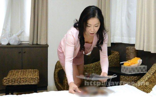 [HD][OFKU-174] 夫と喧嘩して息子のマンションにきた茅ヶ崎の母 日立ひとみ