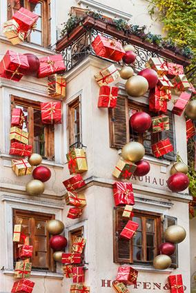 194682 284x425r1 Christmas Gifts and Balls Decoration