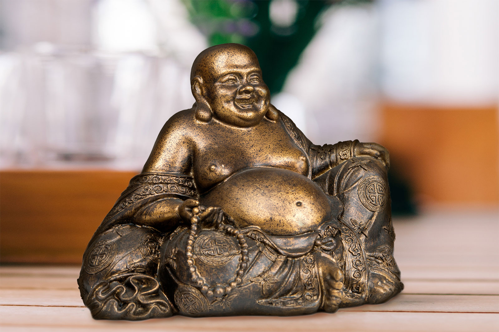 Meaning Of The Laughing Buddha Statue In Feng Shui Lovetoknow