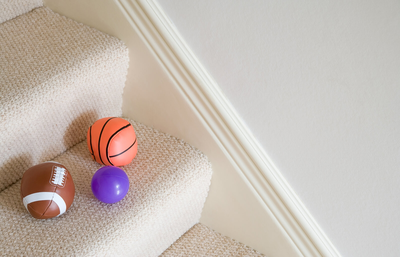 How To Choose The Best Carpet For Your Stairs Lovetoknow | Best Kind Of Carpet For Stairs | Rug | Hardwood | Stair Runners | Hallway | Berber Carpet