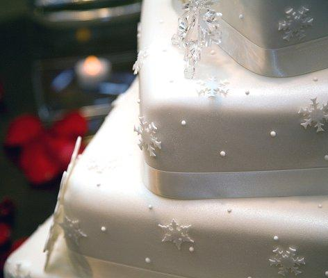 Pictures of Winter Wedding Cakes   LoveToKnow Winter wedding cake with snowflake decorations