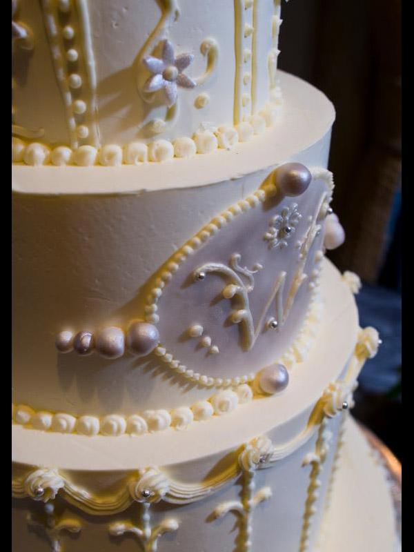 Buttercream Wedding Cake Designs   LoveToKnow monogram close up