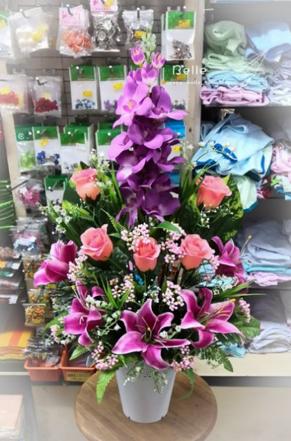 Gubahan Bunga Plastik Pasu Tinggi