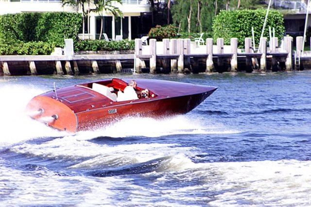 24' Barrel Back Speed Boat