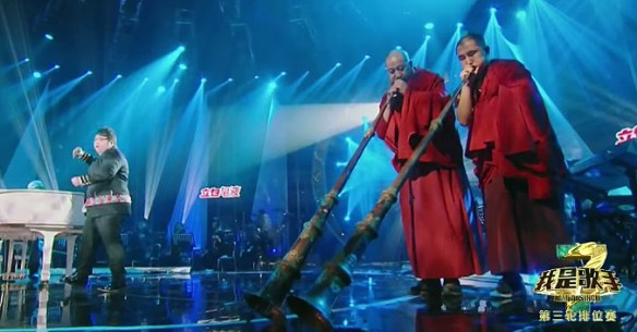 Tibetan Buddhist monks join Han Hong on stage in this week's I Am A Singer.