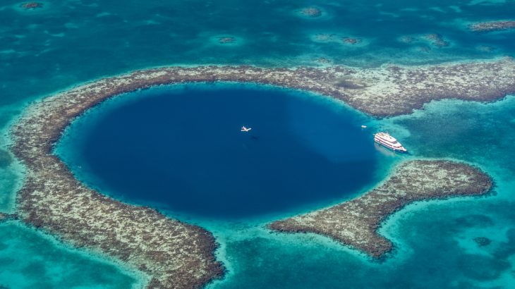 Researchers reveal first ever 3D map of Belize's Great Blue Hole • Earth.com
