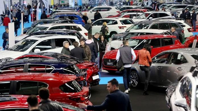 La venta de coches «on-line» directa de fábrica amenaza a los concesionarios