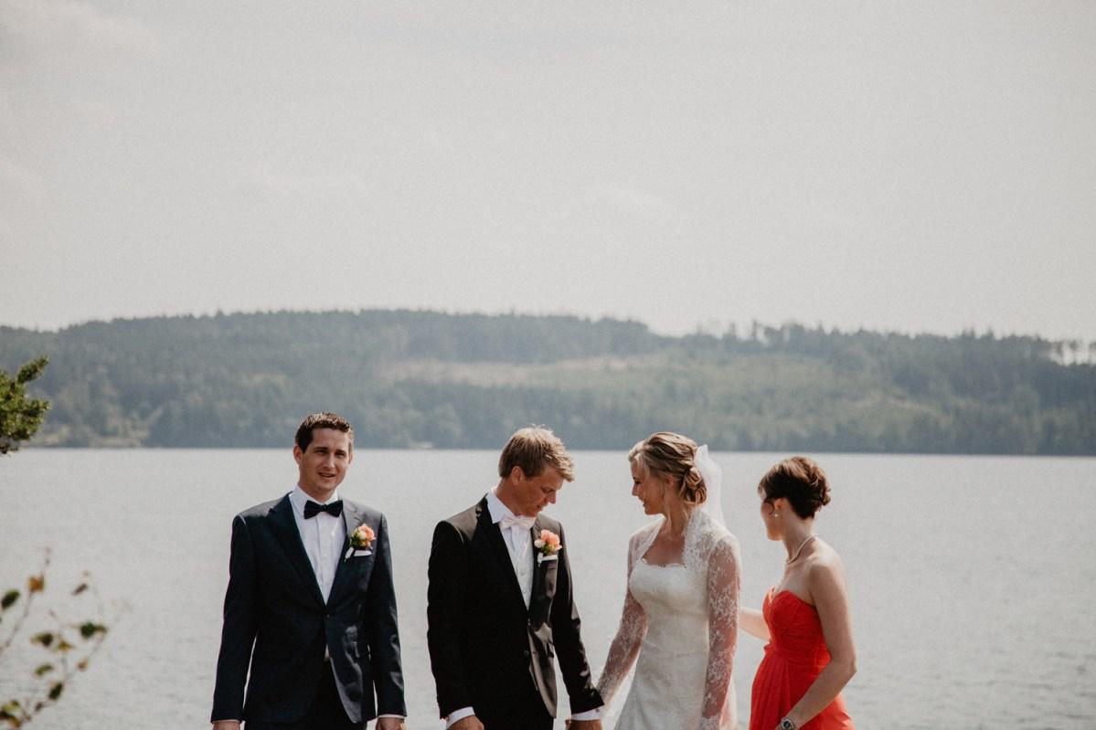 nere vid lygnern Jennie och davids bröllop i Kungsbacka bröllopsfotograf cattis Fletcher Cfoto Göteborg
