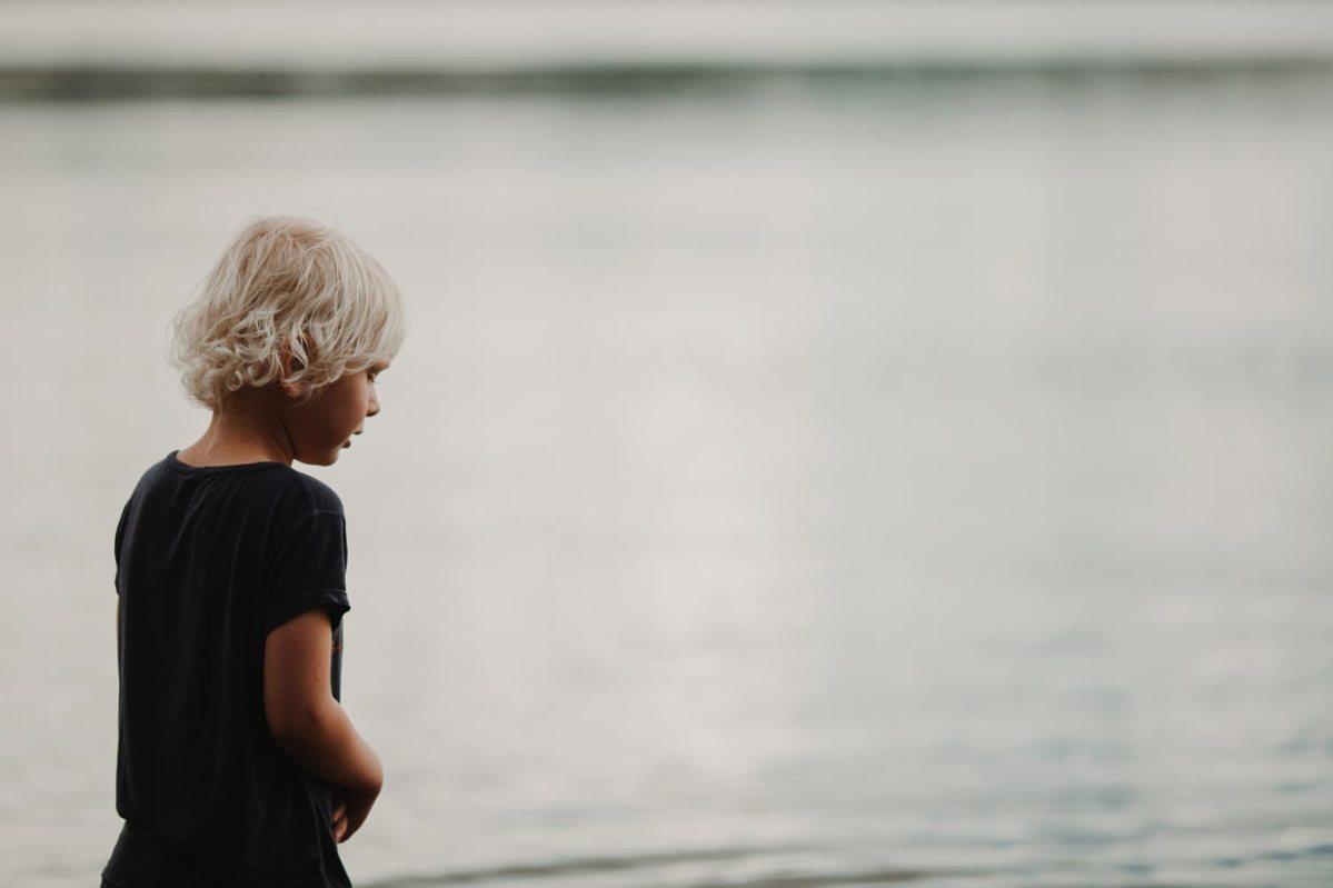 Porträttfotografering med Otto vid Lygnern porträtt fotograf cattis fletcher Cfoto Kungsbacka Göteborg
