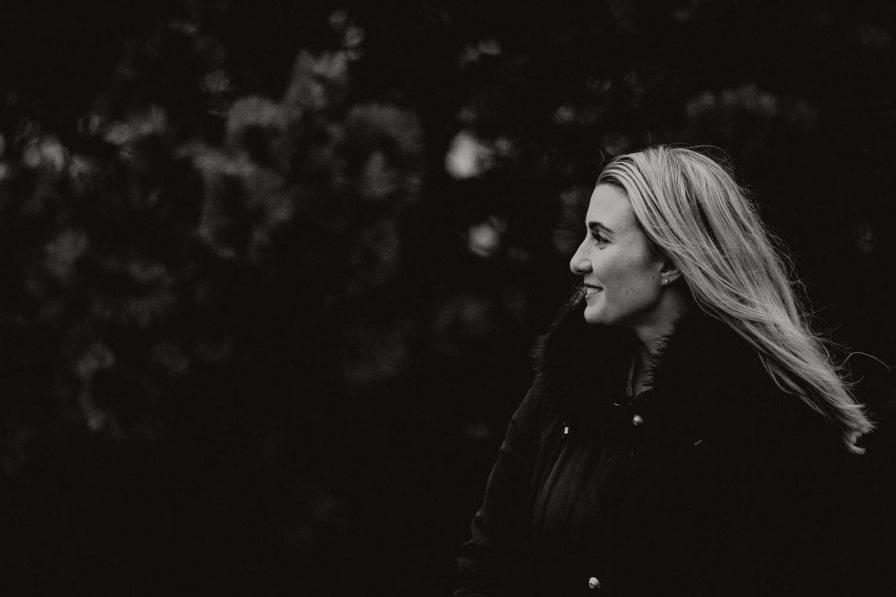 porträttfotograf - syskonfotografering Kungsbacka Vanessa och Natascha fotograf cfoto cattis fletcher göteborg