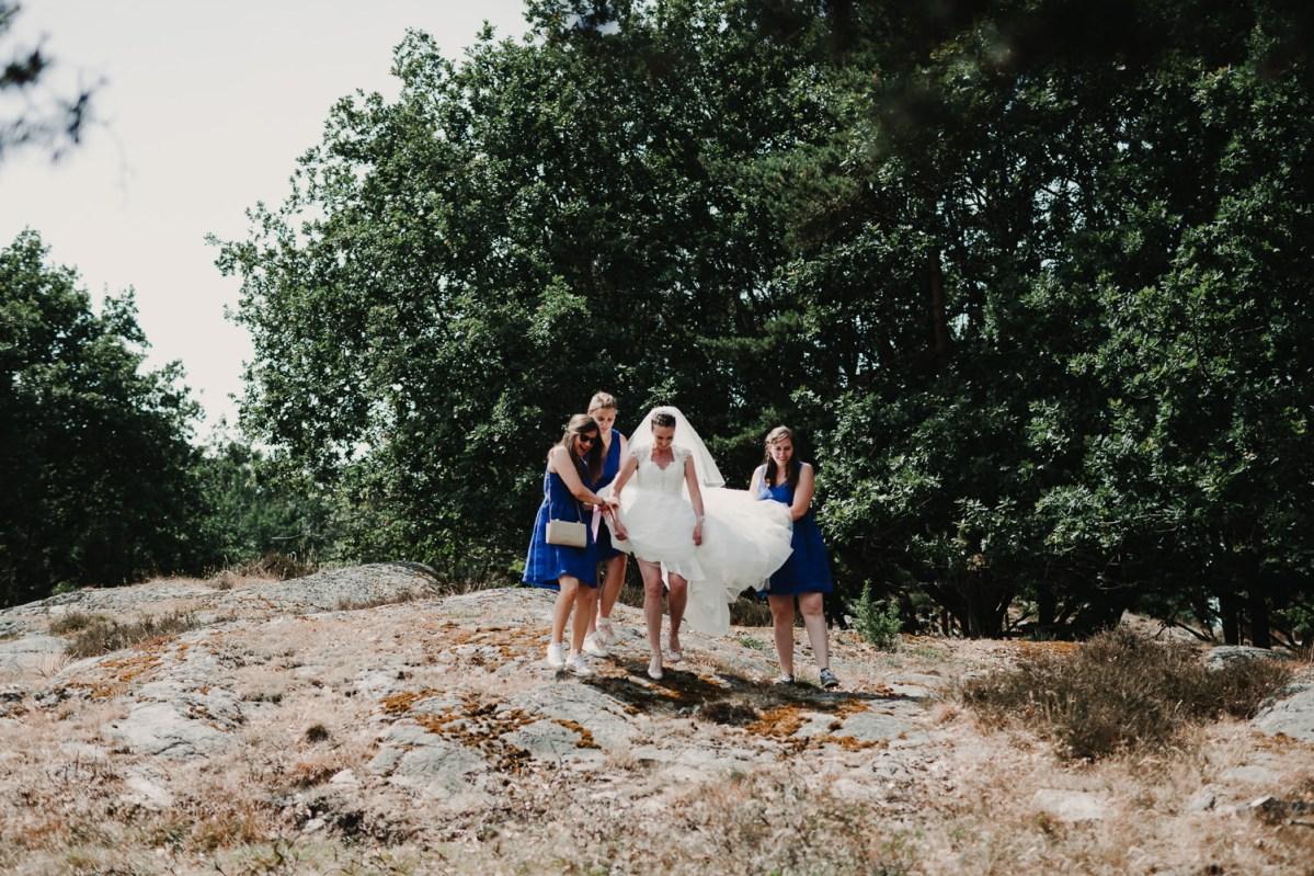 brud och brudtärnor färgglatt bröllop i Onsala Bröllopsfotograf Göteborg