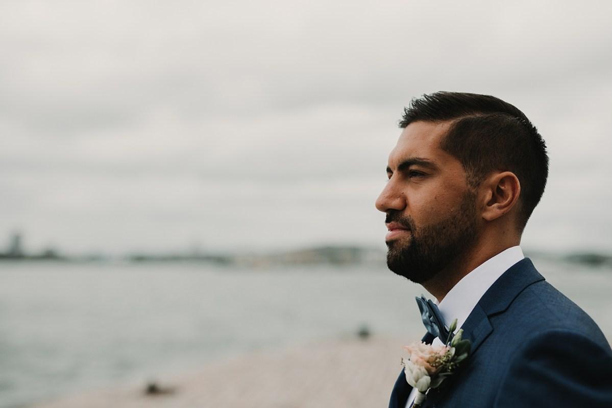 Bröllopsfotograf first look stenpiren wedding photographer sweden