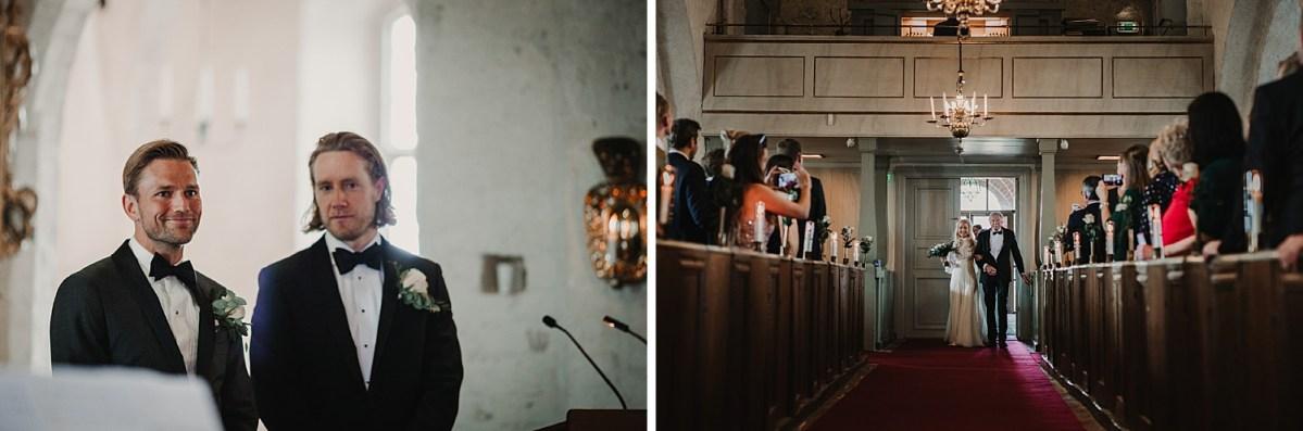 Fjärilar i magen Mariakyrkan Båstad bröllopsfotograf Skåne wedding photographer Sweden Ceremony groom and bestman