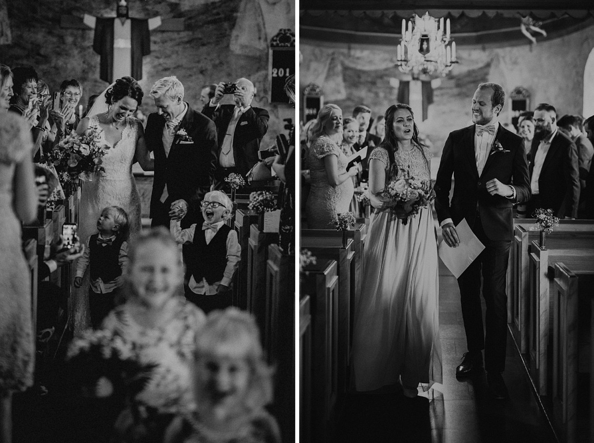 dansar ut ur kyrkan bröllopsfotograf göteborg dancing your way out of church wedding photographer Sweden