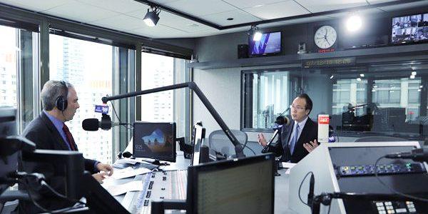 驻芝加哥总领事洪磊就中美经贸关系接受芝加哥主流媒体采访